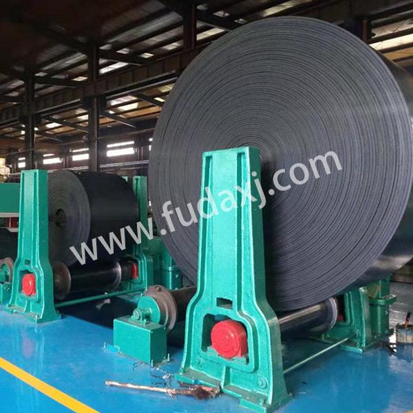 Abrasion resistant energy saving conveyor belts